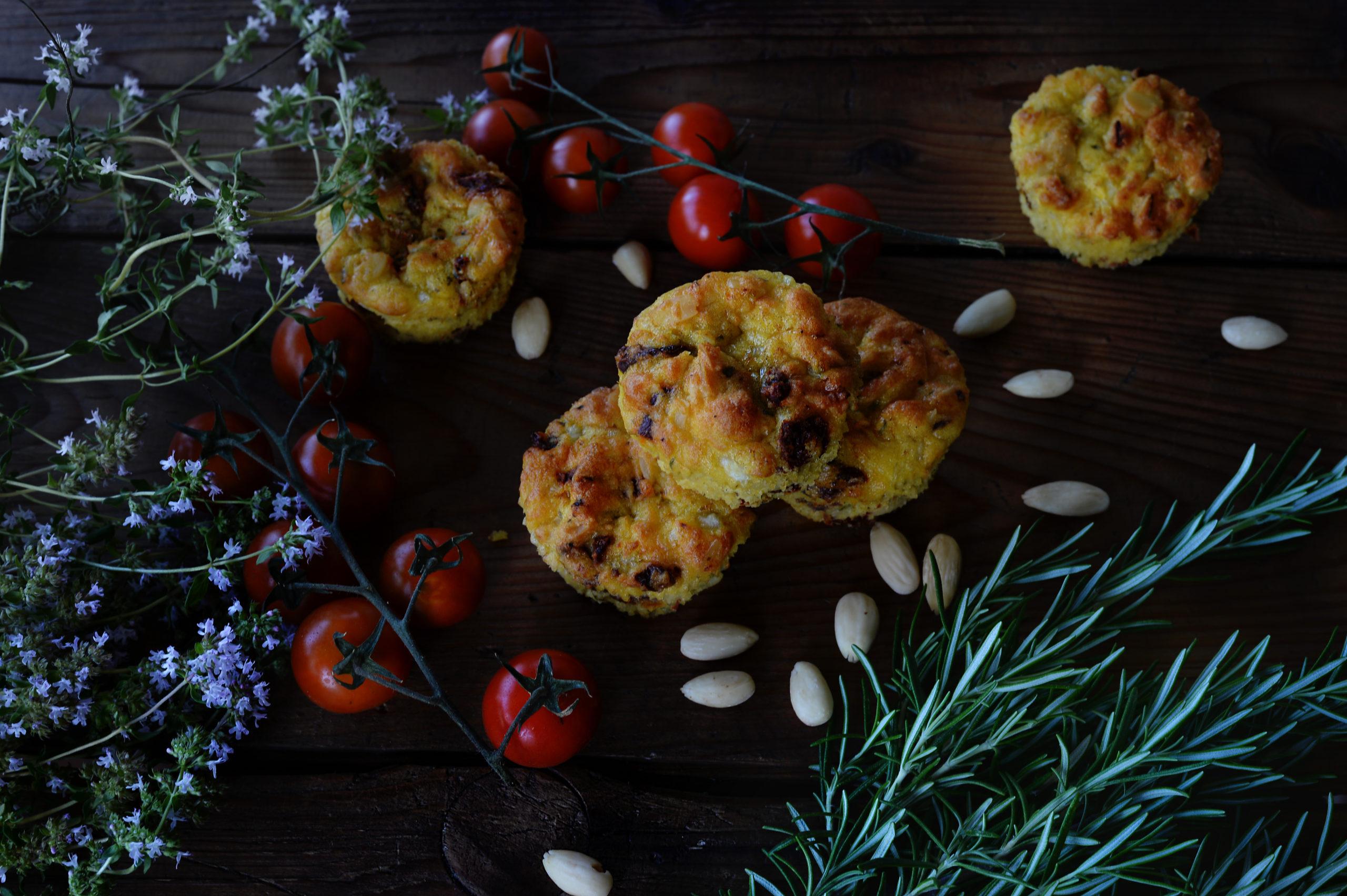Muffiny se sušenými rajčaty a mandlemi