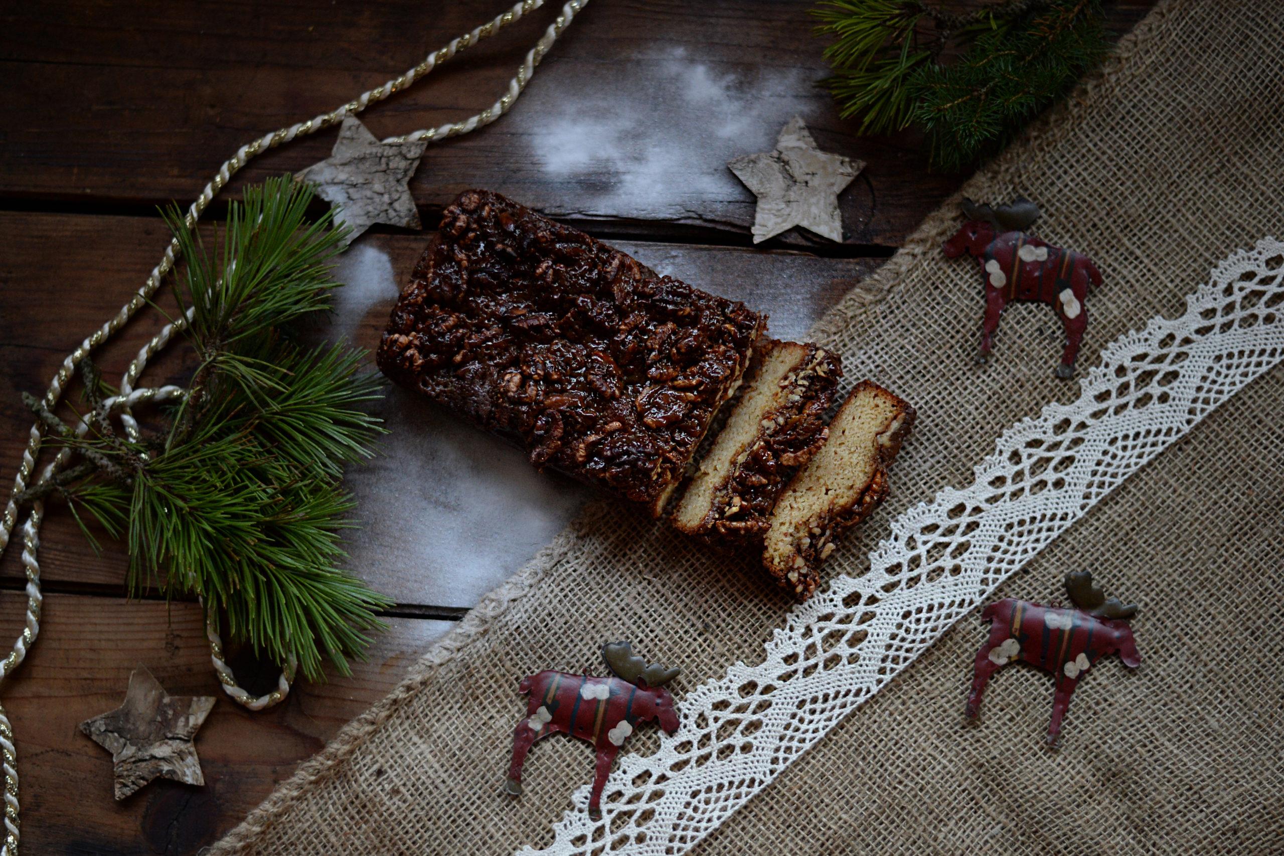 Chlebíček s karamelizovanými vlašskými ořechy